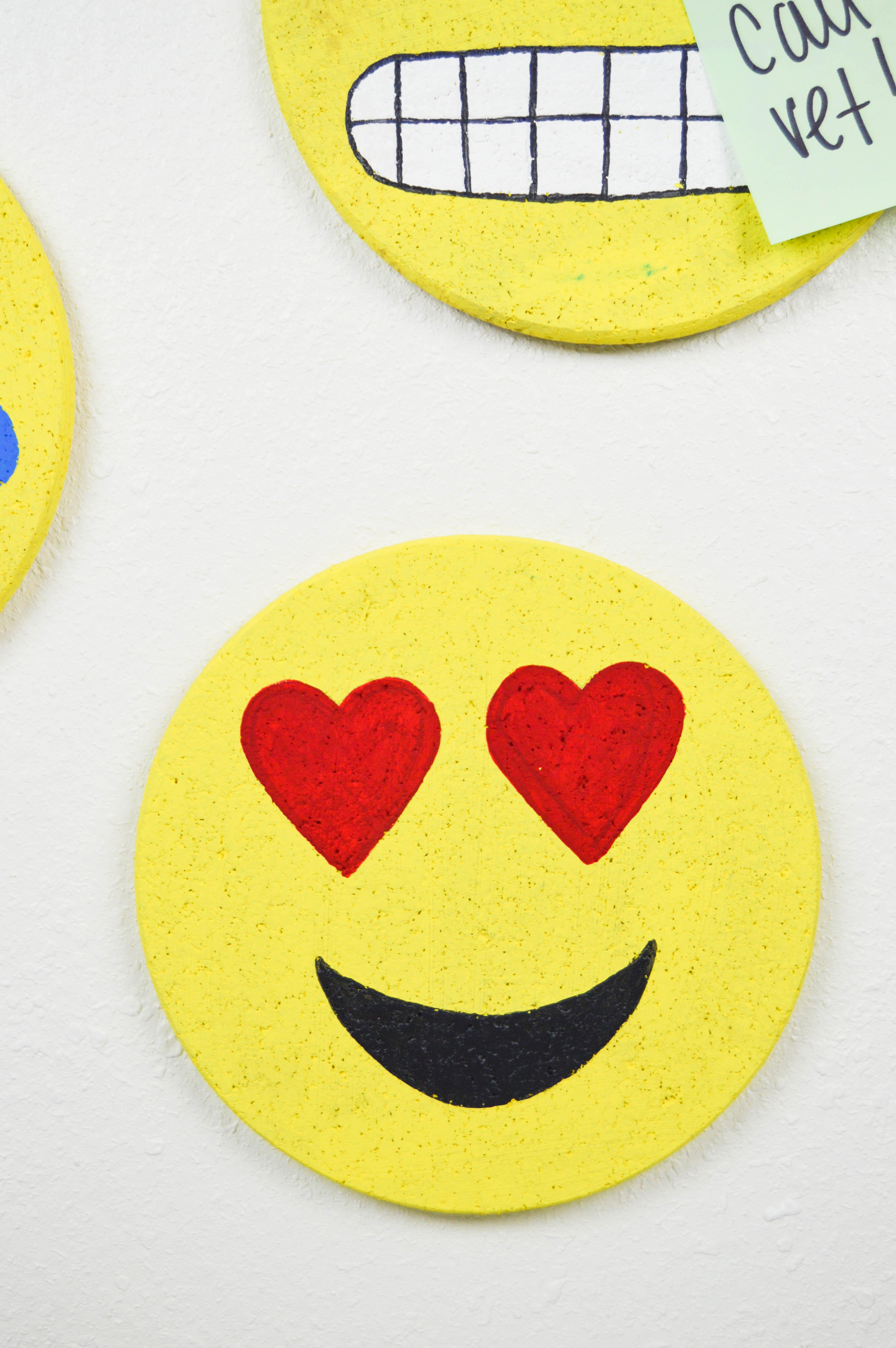 DIY Emoji Cork Boards   www.clubcrafted.com