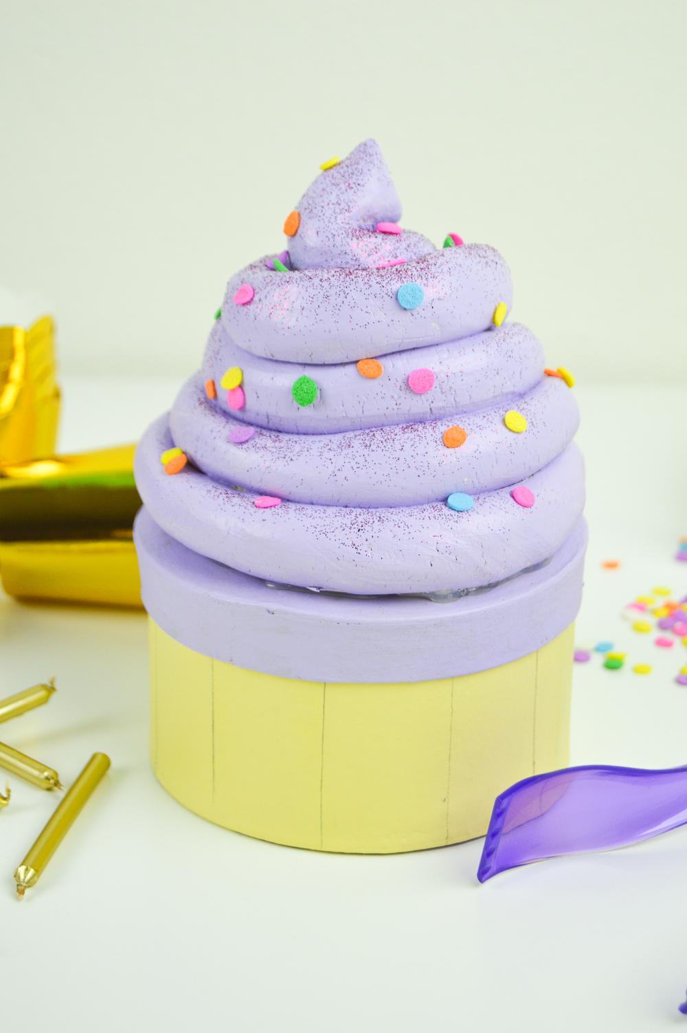 DIY Cupcake Gift Box | www.clubcrafted.com