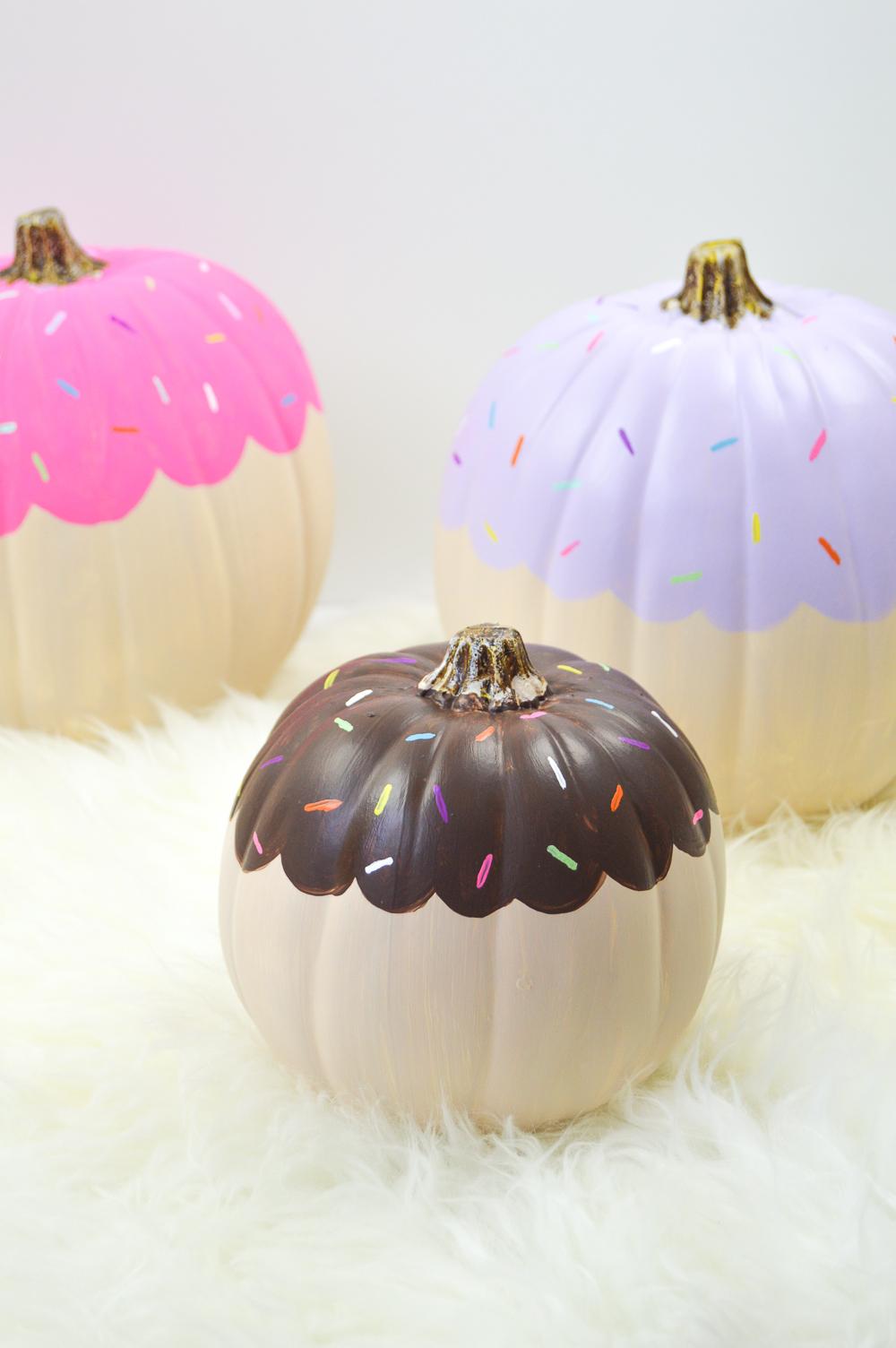 DIY Cupcake Pumpkin Halloween Decorations | www.clubcrafted.com