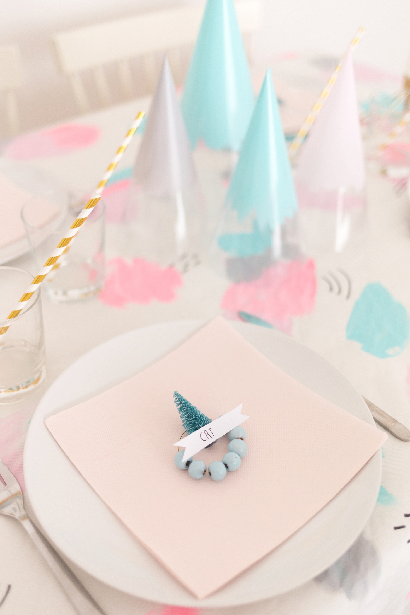 Holiday Table Blog Hop Christmas Decor | Club Crafted