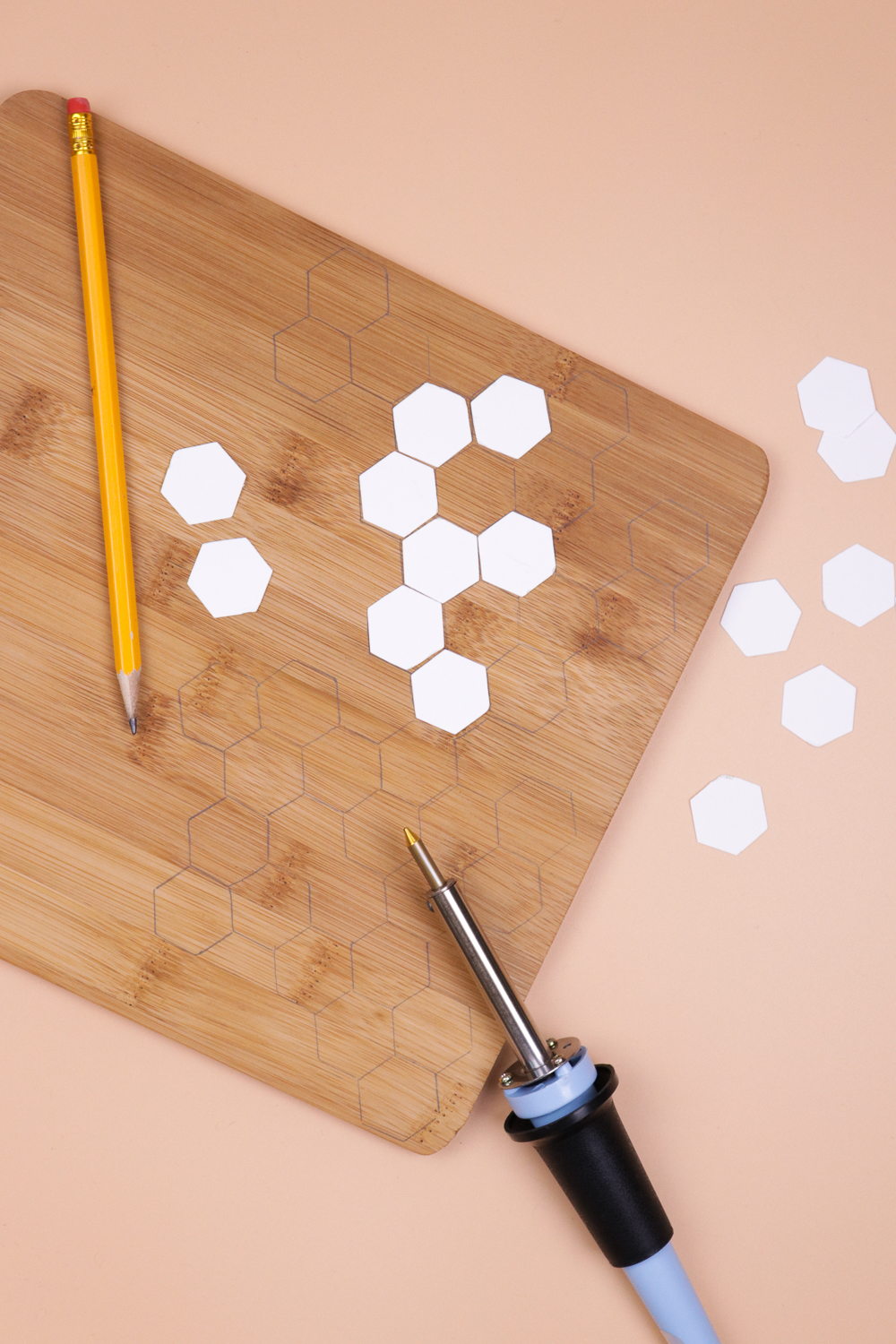 diy-honeycomb-wood-burned-cutting-board