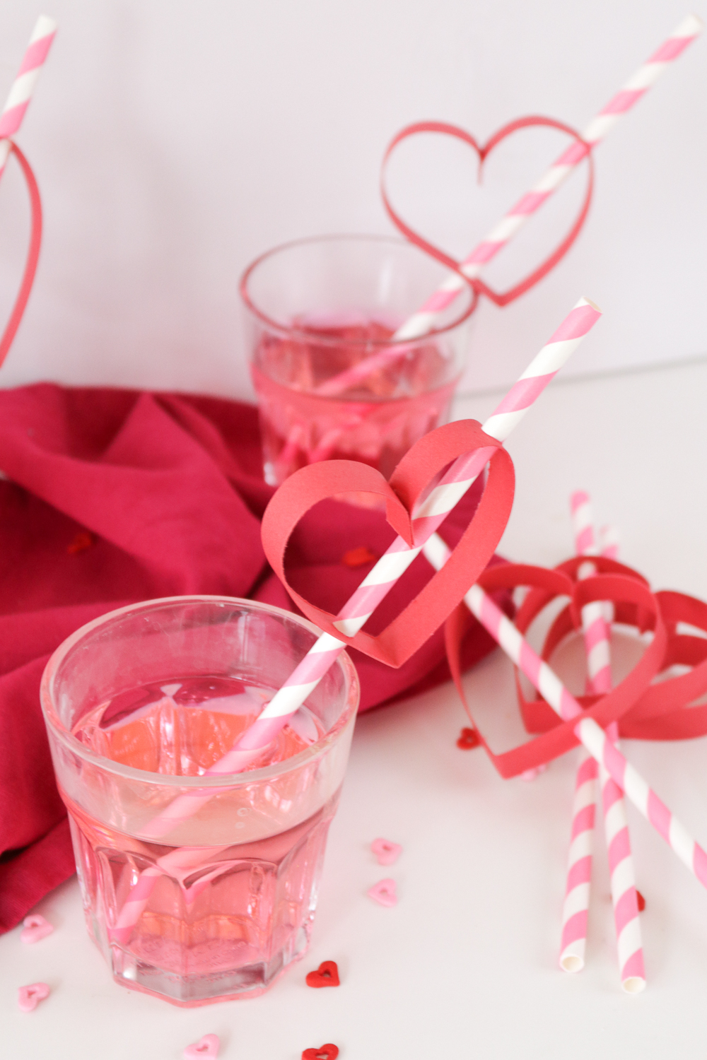 Valentine's Day: DIY Heart Straws | Club Crafted