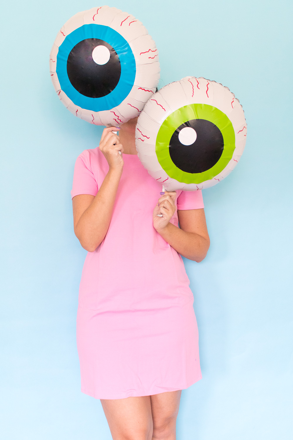 DIY Eyeball Balloons for Halloween | Club Crafted