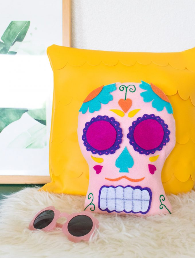 DIY Día de los Muertos Sugar Skull Pillow [+ a Video!]