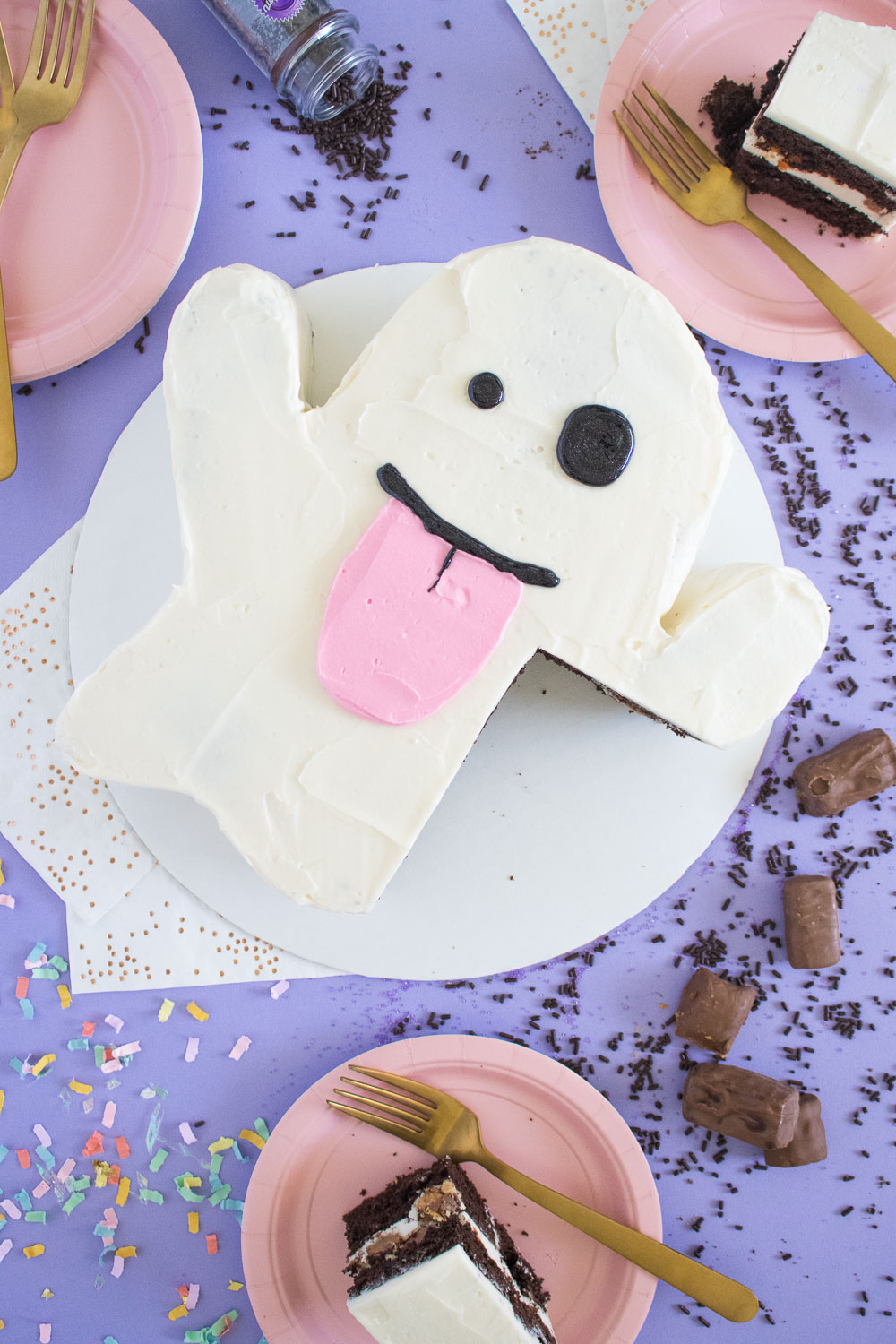 Emoji Ghost Cake with Halloween Candy | Club Crafted