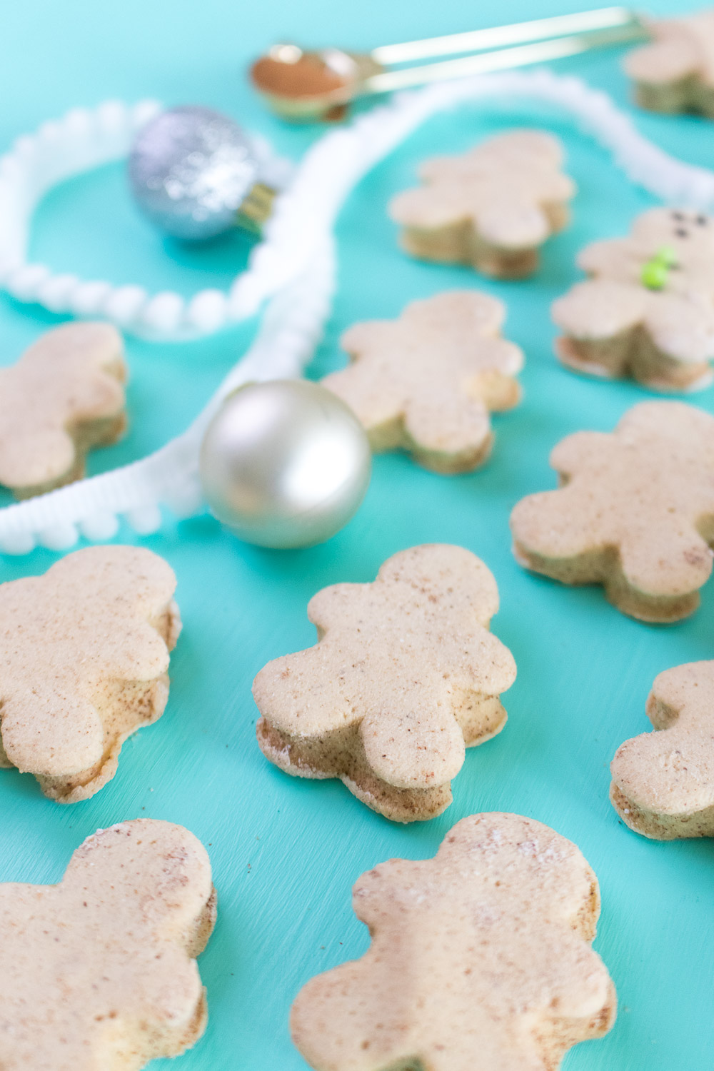 Gingerbread Man Marshmallows | Club Crafted