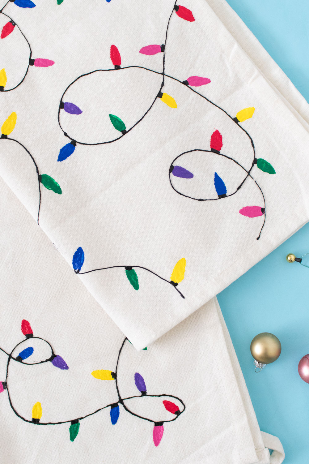 DIY Christmas Light Towels [+ a Video!]   Club Crafted