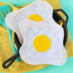 DIY No-Sew Fried Egg Oven Mitts [+ a Video!]