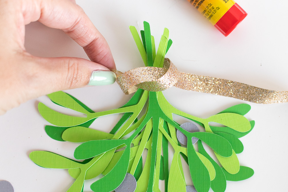 Simple DIY Paper Mistletoe (+ Free Printable!) | Club Crafted