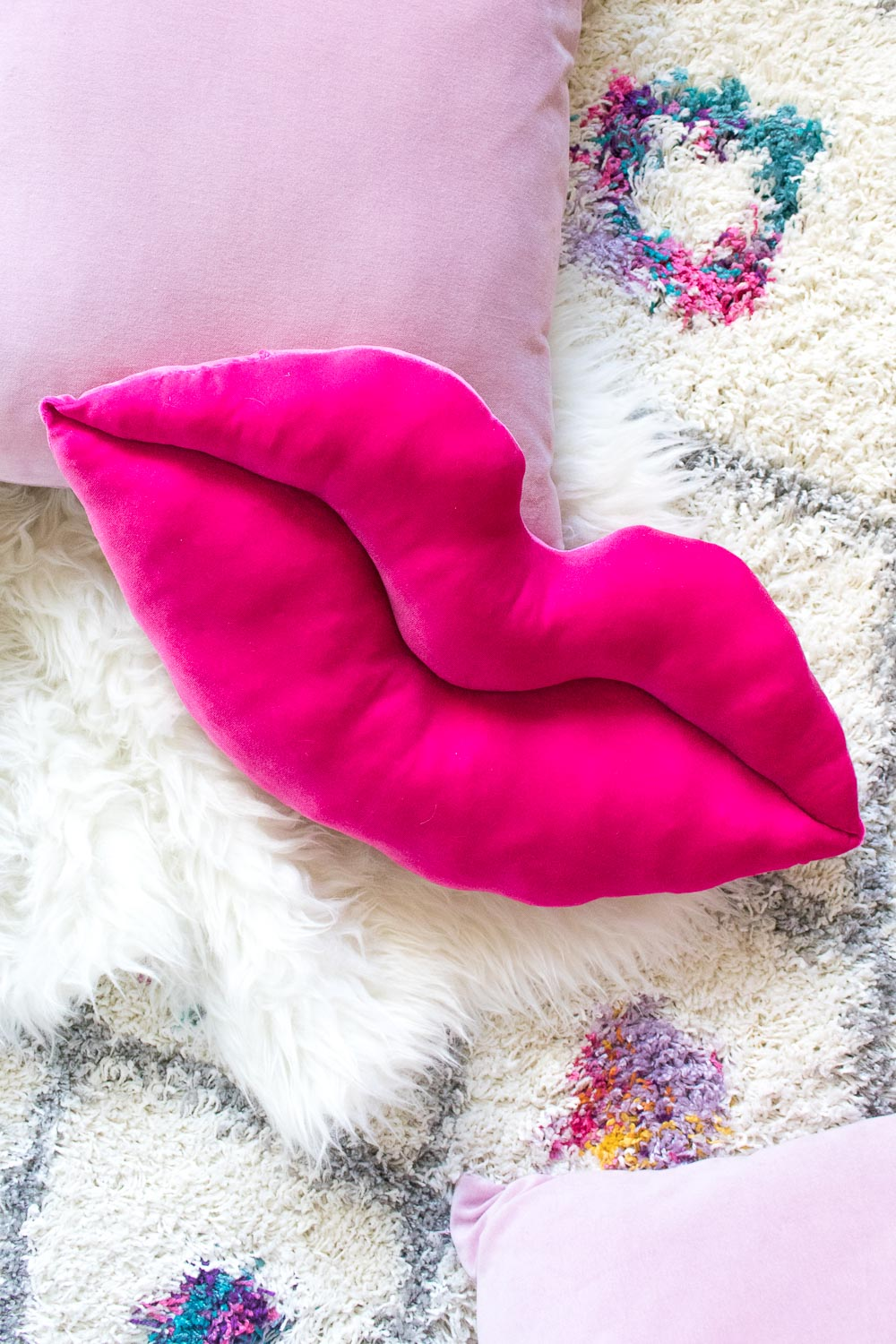 DIY Velvet Lips Pillow | Club Crafted