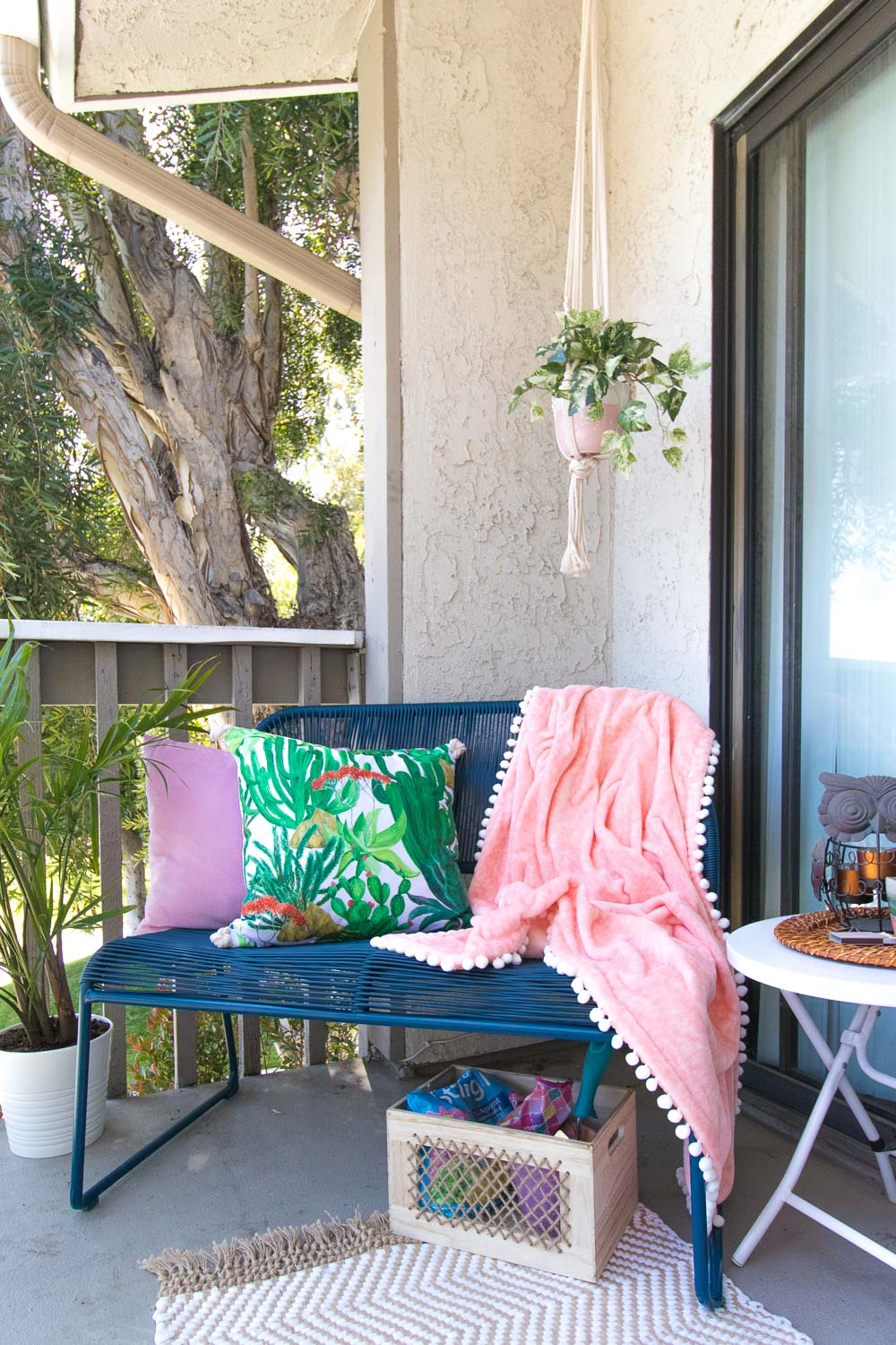 Apartment Living: Outdoor Entertaining in Small Spaces | Club Crafted
