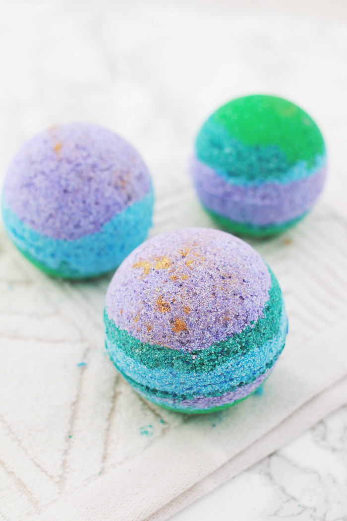 Cute DIY Bath Bombs to Share with Your BFF | Club Crafted