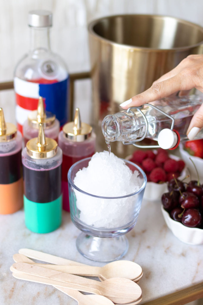 Make Boozy Snow Cones for 4th of July with real fruit snow cone syrups! Use fresh or frozen fruit to make adult snow cones for summer parties // #4thofjuly #snowcones #partyideas #cocktails