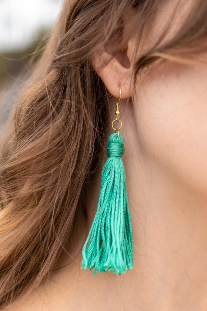 Make DIY tassel earrings in just 5-minutes! Use embroidery string to make easy tassels you can use for DIY jewelry and accessories in your favorite colors! #tassels #diyjewelry #giftideas #5minutediy #diyideas #embroideryfloss