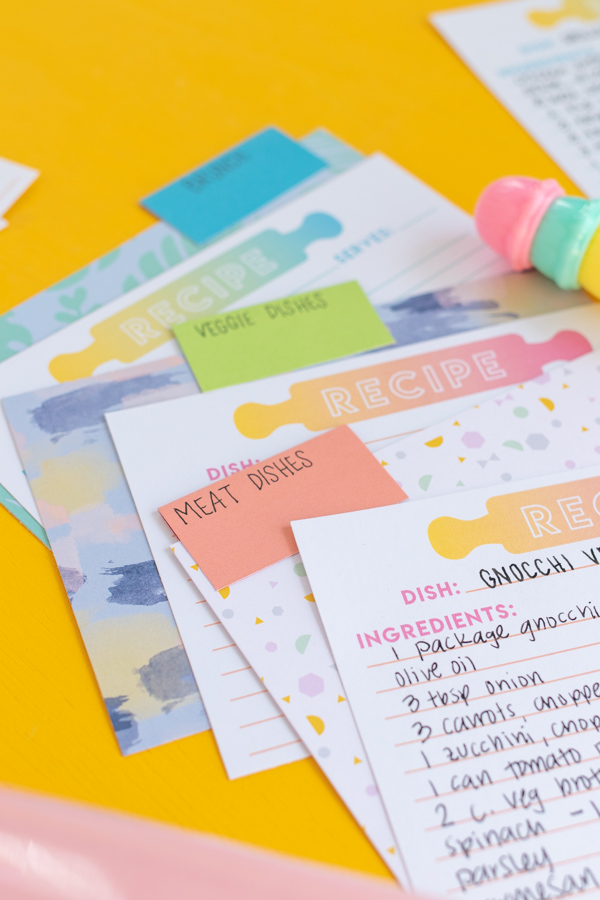 Free Printable Recipe Cards // Download these free printable recipe cards with colorful gradient designs for organizing your favorite recipes (plus make these easy DIY recipe card dividers!) // #papercrafts #freeprintable #recipecards #organization