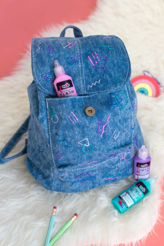 DIY Abstract 80s-Print Backpack for Back-to-School! // Get ready for back-to-school season with a backpack makeover that's totally RAD with abstract patterns inspired by the 80s and 90s using Tulip Dimensional Paints #ad #backtoschool #dormdiy #collegediy #diyforkids #painting #80s #abstract #90skids #womensfashion #womensaccessories