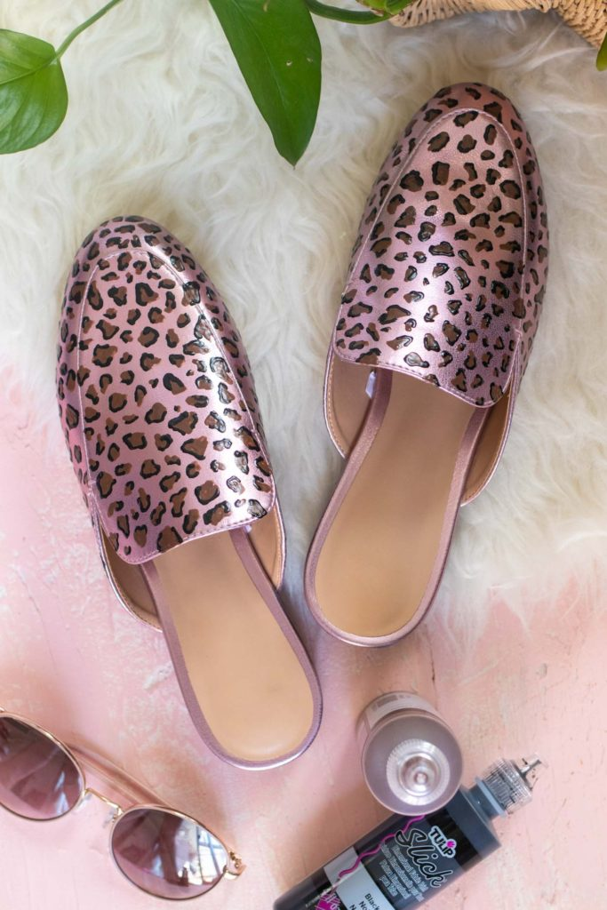 DIY Leopard Print Shoes // Painted Shoe Makeover // Use Tulip paints to give any pair of shoes an animal print makeover with Dimensional Print in minutes! #ad #backtoschool #painting #diyfashion #upcycle #womensclothing #leopardprint