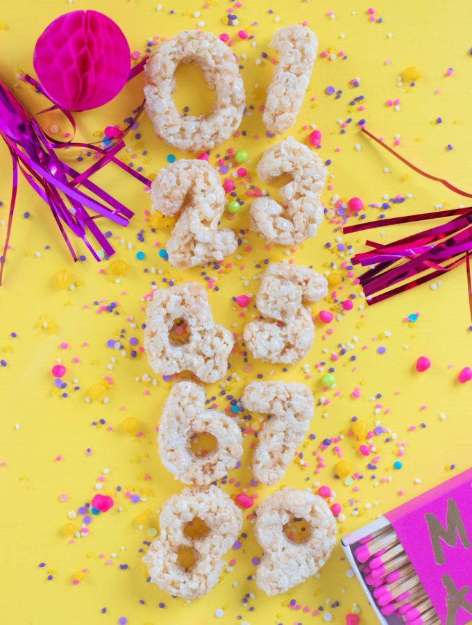 Number Rice Krispies Treats for Birthdays // Celebrate any occasion with a party treat for kids AND adults! Use cookie cutters to cut numbers from homemade rice krispies treats to celebrate birthdays! #ricekrispies #snacks #birthdayparty #birthday #partyfood #cereal #snackrecipes #easyrecipes
