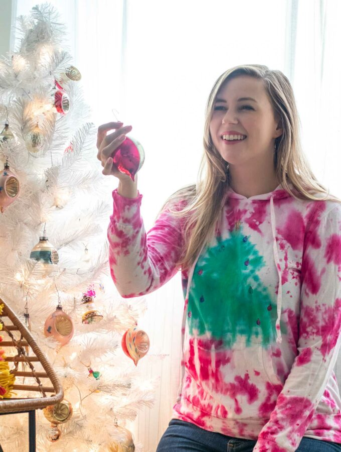 Tie Dye Christmas Tree Sweater // 2-Minute Tie Dye Tutorial // How to tie dye a Christmas sweater with a tree pattern using new Tulip 2-Minute Tie Dye #ad #tiedye #christmas #christmastree #christmasfashion #fabric #fabricpaint