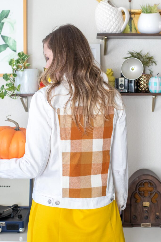 DIY No-Sew Plaid Jacket Insert // Update a denim jacket with varieties of plaid flannel on the back! This no-sew jacket idea is perfect for fall fashion! #joannpartner #handmadewithjoann #nosew #fallfashion #womensfashion #fabriccrafts