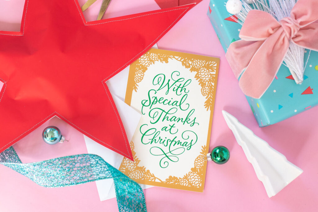 Unique Ways to Package Gifts this Season // Wrap up your holiday gifts with love and a little DIY flair with these tips! Use unique garnishes, recycled items, layers of gift wrap and more to wrap your holiday gifts, and add a sweet or funny holiday card from @amgreetings! #ad #holidaygifts #giftwrap #giftideas #wrapping #christmas #diygifts #christmasgift