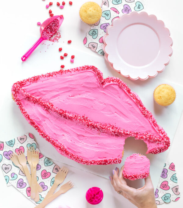 Lips Pull-Apart Cupcakes for Valentine's Day // Lips Cupcake Cake // Celebrate V-Day or Galentine's Day with an easy cupcake cake in the shape of lips! Simple arrange cupcake and decorate for an easy cake decorating hack for adults or kids! #valentinesday #galentinesday #vday #cakedecorating #cupcakes #cakehack #partyfood #partydessert