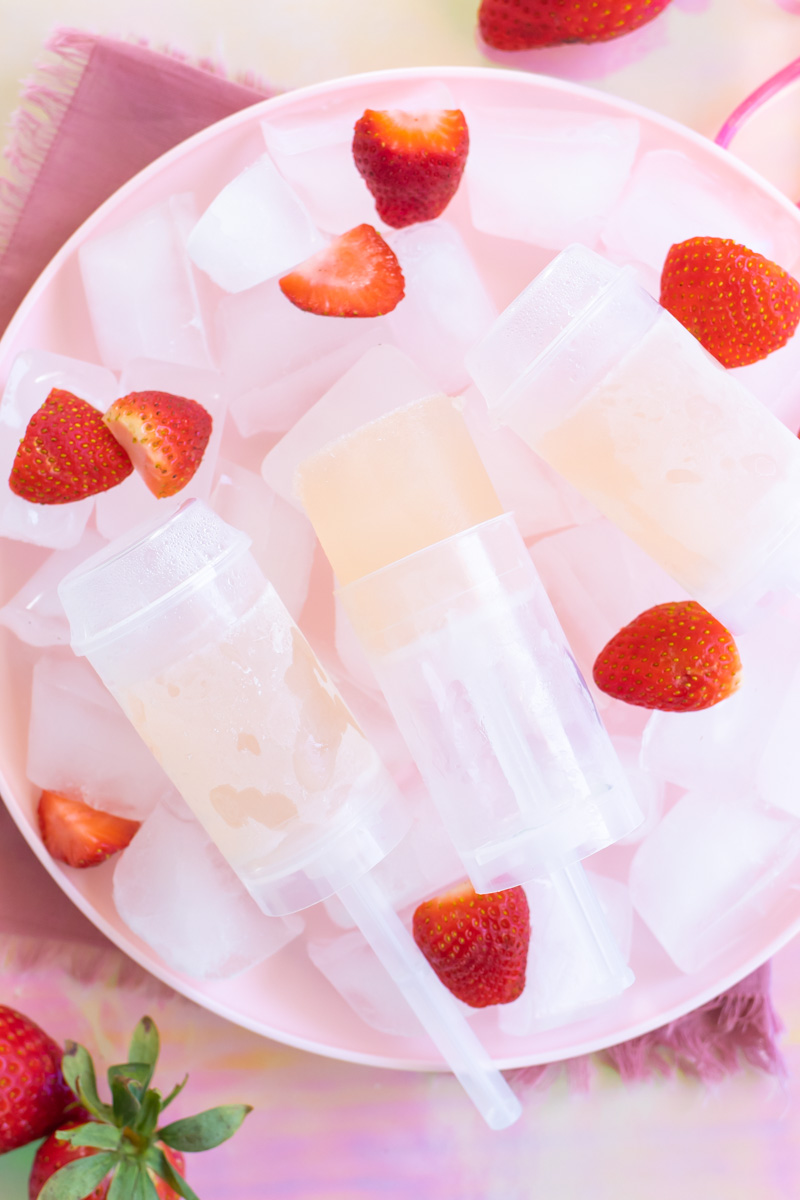 Easy Rosé Push Pops // Combine your favorite rosé wine, spirit and lemonade for refreshing homemade push pops or alcoholic popsicles! Enjoy push pops with less mess and a recipe with only 3 ingredients #popsicles #frozenrecipes #summerrecipes #froserecipes #pushpops #roserecipes #sangria #summercocktails #winecocktails #winepops