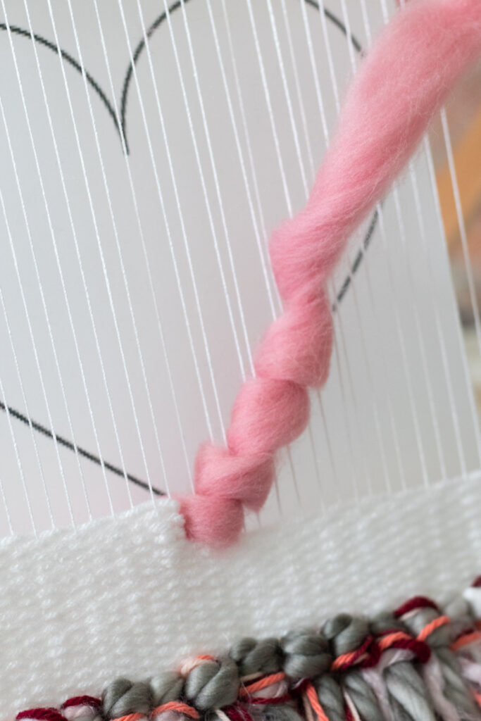weaving thick roving in heart shape for wall hanging