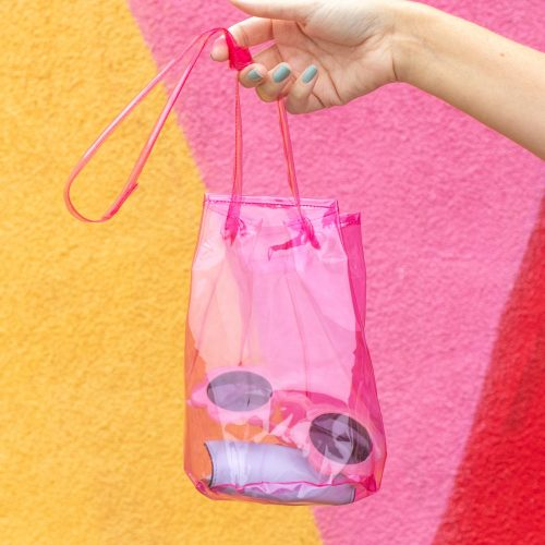 How to Sew a Vinyl Bucket Bag // Sew this simple bucket bag with colorful vinyl fabric, plus my tips for sewing vinyl fabric! #fashiondiy #sewing #easysewing #vinyl #fashion #accessories #diybag #purse